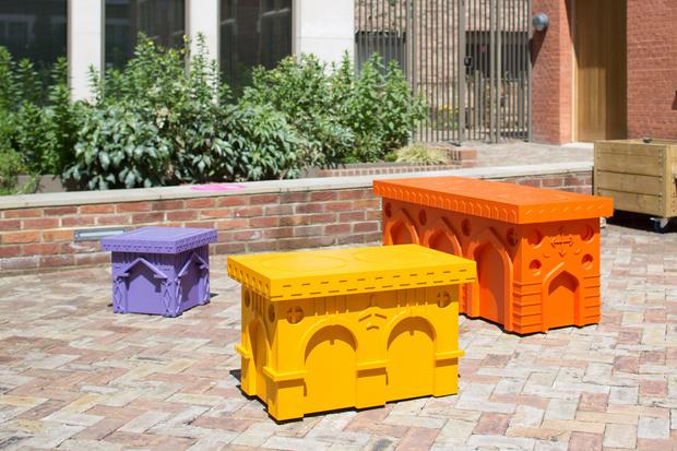 Фото №7 - Дизайнерские скамейки украсили улицы Лондона