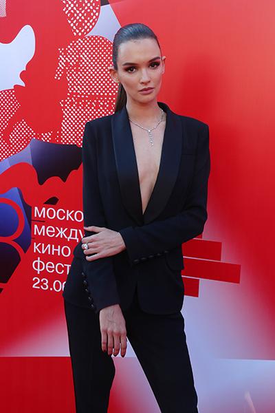 Фото №1 - Актер Дужников показал Паулину Андрееву без макияжа