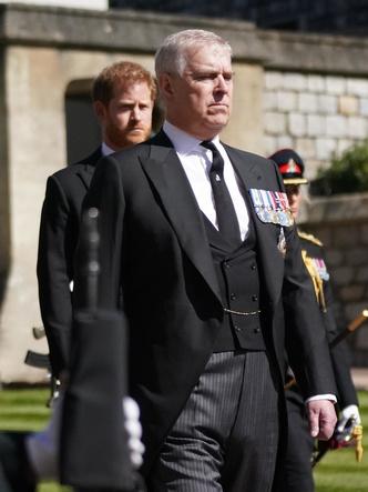 Фото №3 - Ирония судьбы: единственный человек, который тепло встретил Гарри в Британии