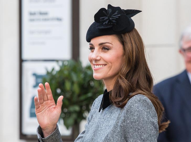 Фото №1 - Герцогиня Кейт удостоена личной награды Королевы (и поклонникам Меган это не нравится)