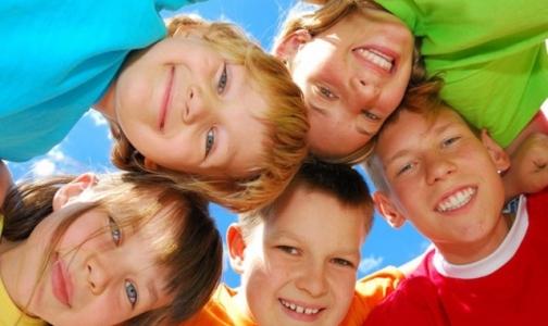 Фото №1 - 127 тысяч петербургских детей поедут на летний отдых за счет бюджета