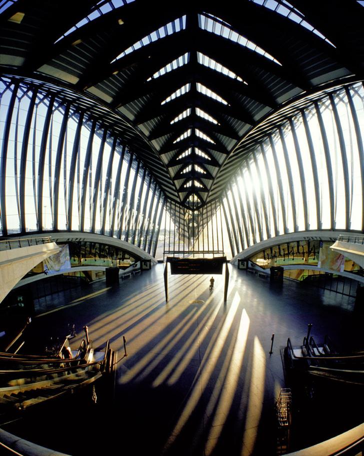 Фото №9 - Полет фантазии: 10 удивительных аэропортов мира