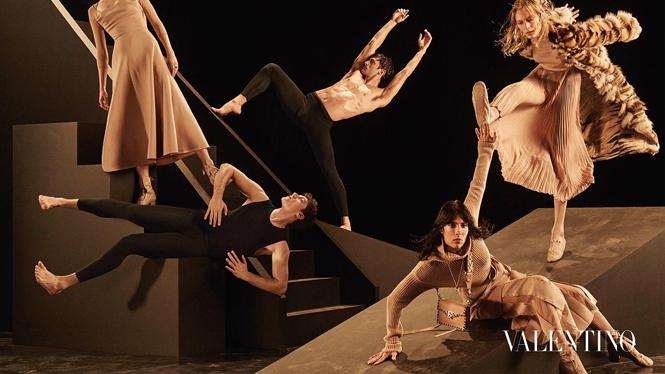 Фото №8 - Fashion-танец в осенней кампании Valentino