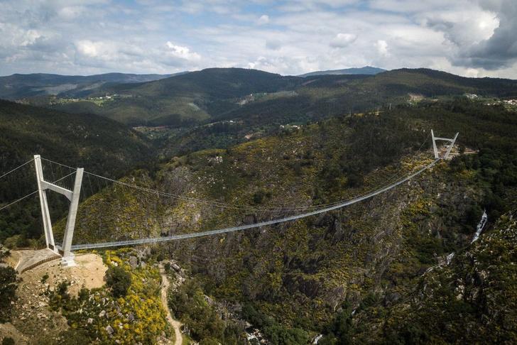 Фото №1 - Самый длинный в мире подвесной пешеходный мост