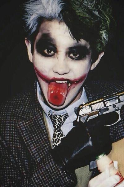 Фото №1 - Корейские айдолы, которые сыграли бы Джокера не хуже Джареда Лето