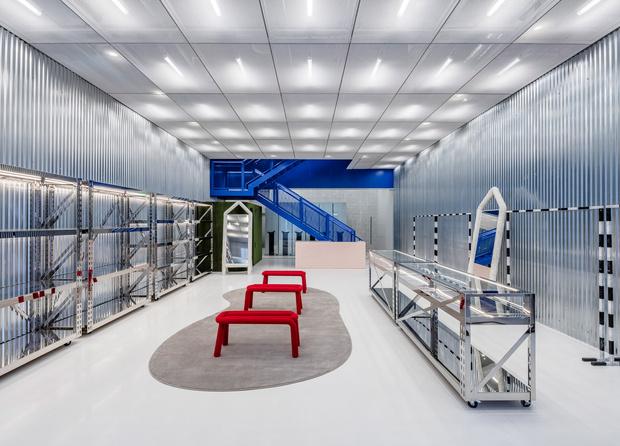 Фото №3 - Флагманский бутик Off-White по дизайну Вирджила Абло и AMO