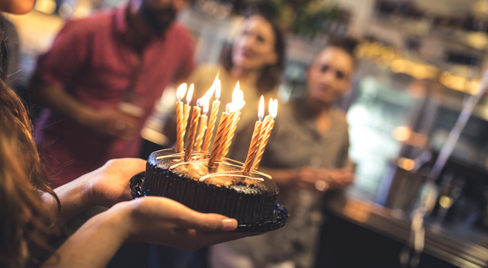 Родители испортили дочери день рождения, пригласив неожиданного гостя