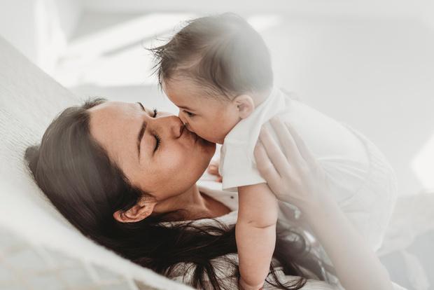 Фото №2 - Психологи: общаться с детьми лучше без слов