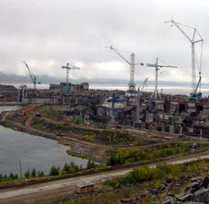 Фото №1 - На Богучанской ГЭС упал кран