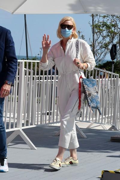 Фото №2 - Нарушая запреты: все образы Кейт Бланшетт на Венецианском кинофестивале