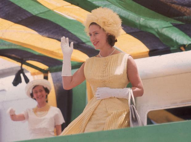 Фото №6 - Придворный бра-фиттер: кто и как подбирает белье королевским особам