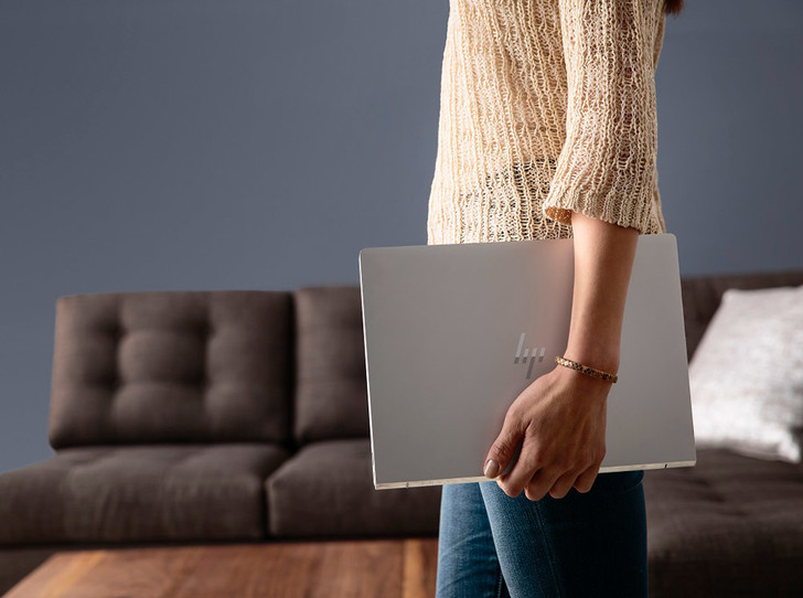 Фото №1 - 5 премиальных ноутбуков, которые легко поместятся в женскую сумочку