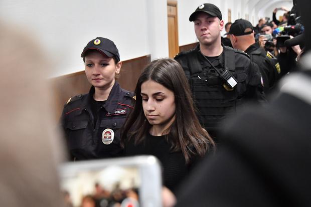 Фото №2 - Умышленное убийство и принудительное лечение: следователи вынесли свое заключение по делу сестер Хачатурян