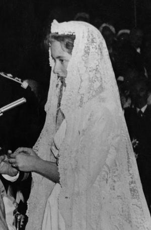 Фото №7 - Пять королевских невест, отказавшихся от тиары на свадьбе