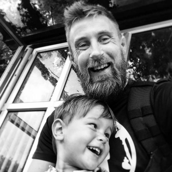 Фото №2 - До слез: 10 вещей, которые понял отец, потеряв сына