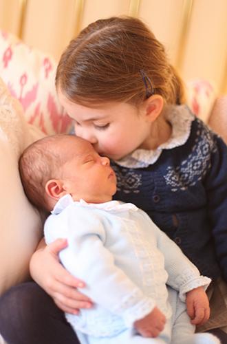 Фото №5 - Первая фотосессия: принцесса Шарлотта и принц Луи