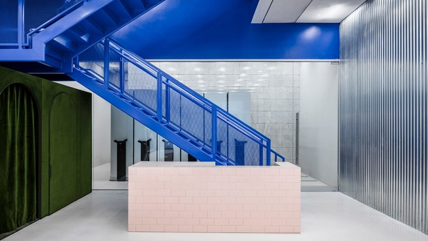 Фото №1 - Флагманский бутик Off-White по дизайну Вирджила Абло и AMO