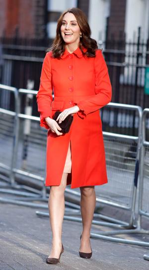 Фото №5 - Все цвета радуги: почему герцогиня Кейт так любит яркие пальто