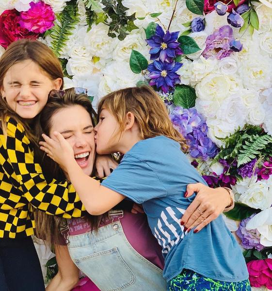 Фото №5 - Какие цветы дарят звездам: Решетова похвасталась шикарным букетом