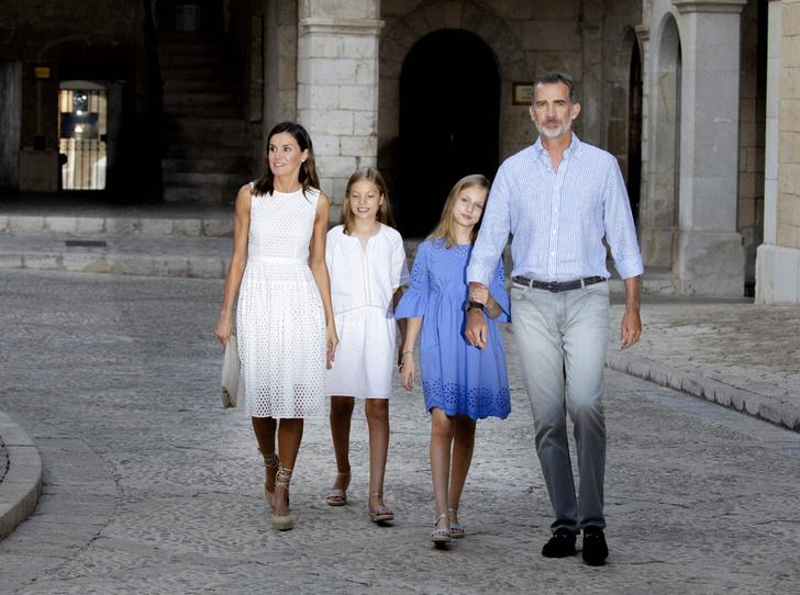 Фото №3 - Как любят отдыхать испанские монархи (фотосессия в обязательной программе)