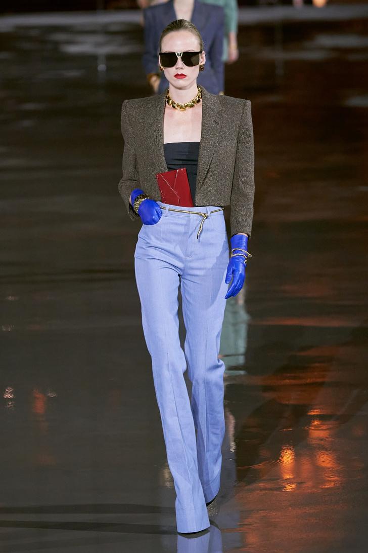 Фото №8 - Что, как и с чем носить весной 2022: свежие идеи с Недель моды