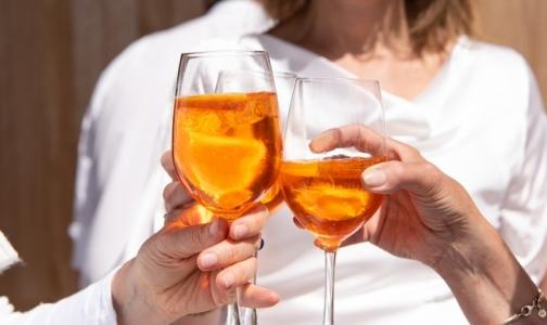 Фото №1 - Роспотребнадзор: число смертельных отравлений алкоголем снижается. Но врачи так не думают