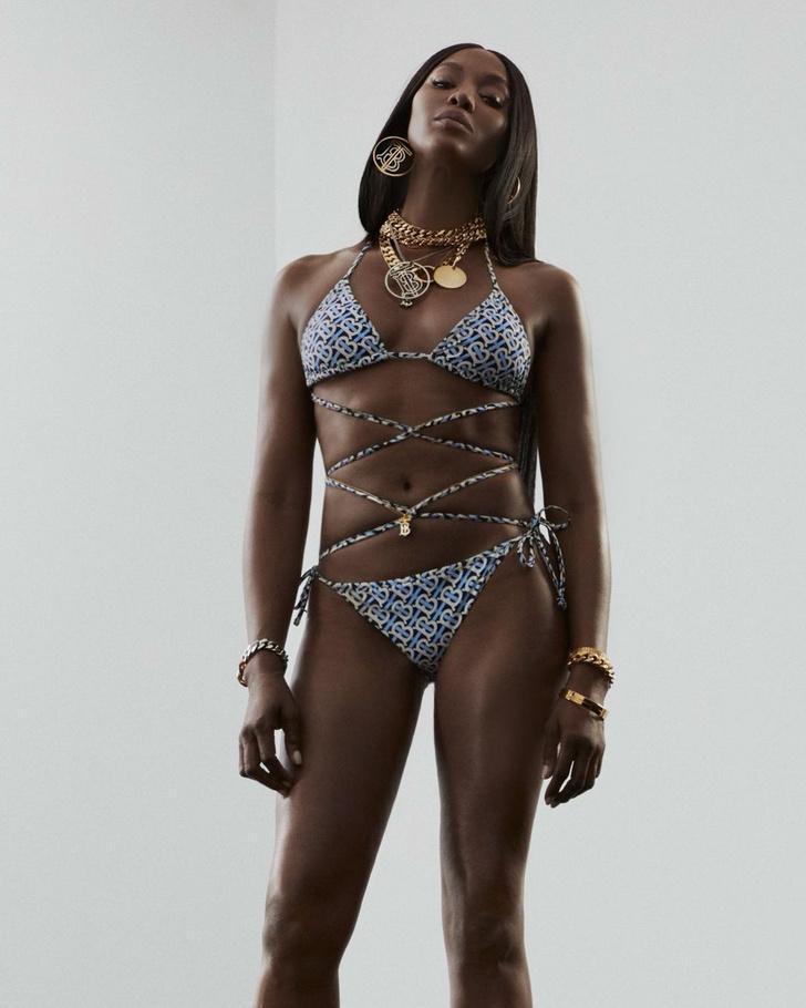 Фото №1 - Наоми Кэмпбелл в самых соблазнительных бикини из коллекции Burberry