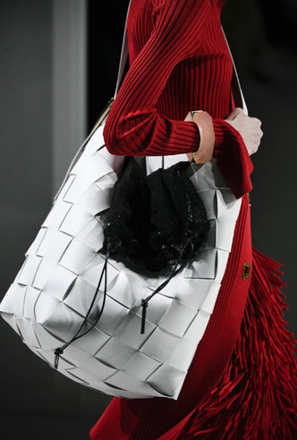 Фото №31 - Самые модные сумки осени и зимы 2020/21
