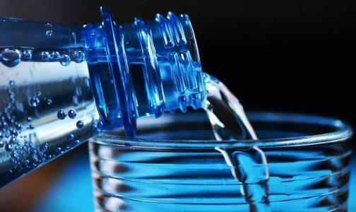 Фото №1 - Диетолог предупредила о вреде избыточного потребления воды