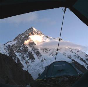 Фото №1 - Еще 9 российских альпинистов на второй вершине мира