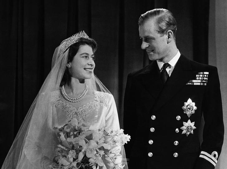Фото №1 - Как королевская семья поздравила Елизавету II и принца Филиппа с годовщиной свадьбы