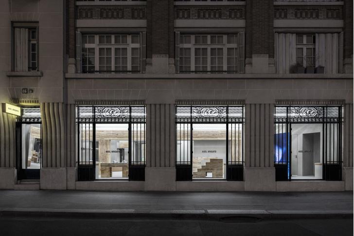 Фото №7 - Травертин и бетон: шоурум Axel Arigato в Париже