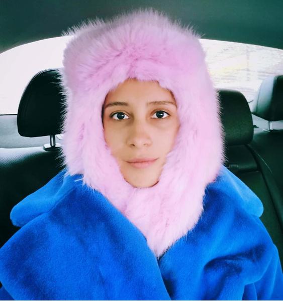 Фото №6 - Фото дня: Равшана Куркова в розовой шапке-ушанке