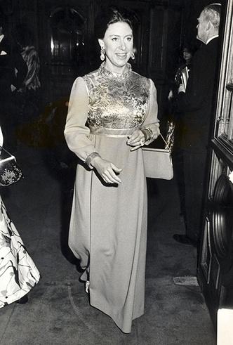Фото №3 - Знаковые наряды принцессы Маргарет, ушедшие «с молотка»