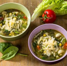 Зеленый суп с салатом