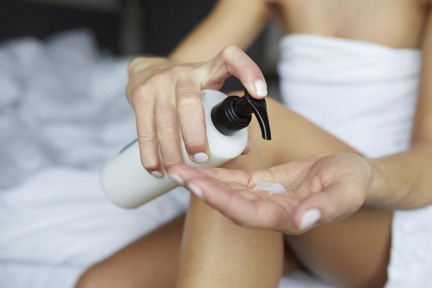 Фото №1 - Тренд: что такое безводная косметика и как увлажняет кожу
