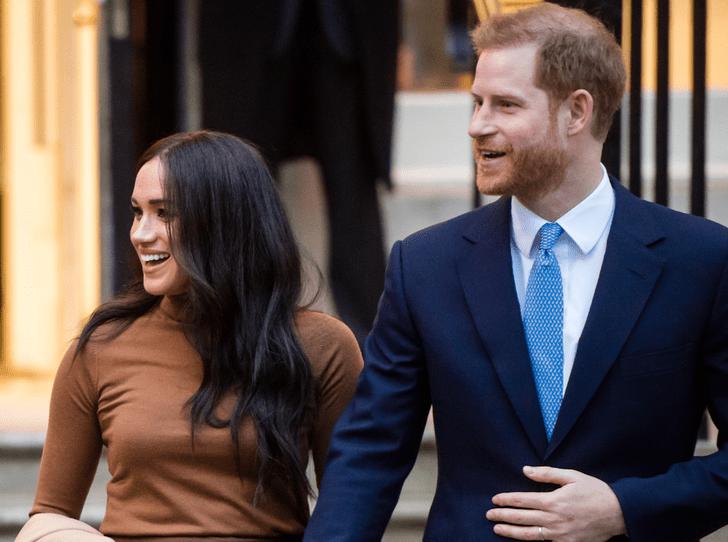 Фото №2 - Отпуск окончен: принц Гарри и герцогиня Меган совершили первый выход в этом году