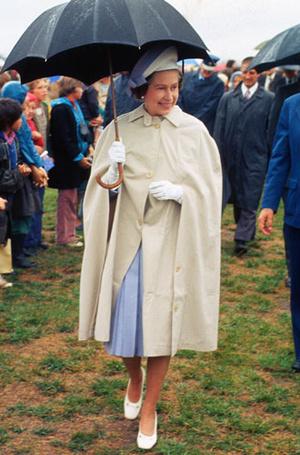 Фото №14 - Выездной гардероб: как стилисты и дизайнеры готовят королевских особ к турам