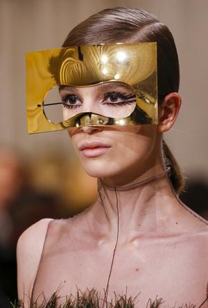 Фото №9 - Сюрреализм в масках: Dior Haute Couture SS18