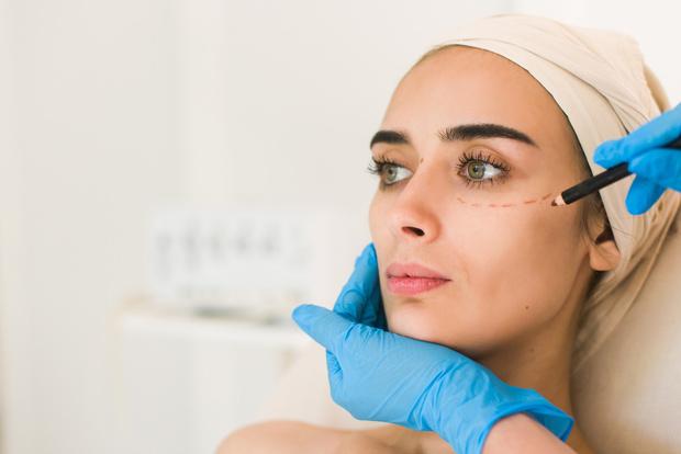 первые признаки старения кожи лица у женщин, борьба со старением, пластическая хирургия. советы хирурга