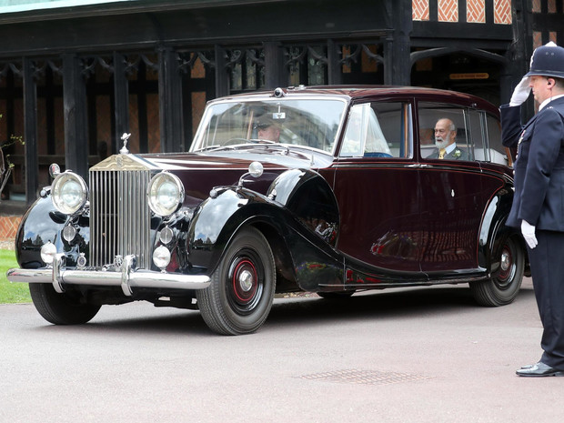 Фото №6 - Вместо кареты: самые роскошные свадебные автомобили Виндзоров