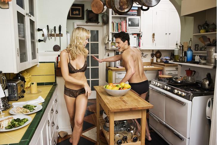 Фото №2 - 5 правил секса на кухне