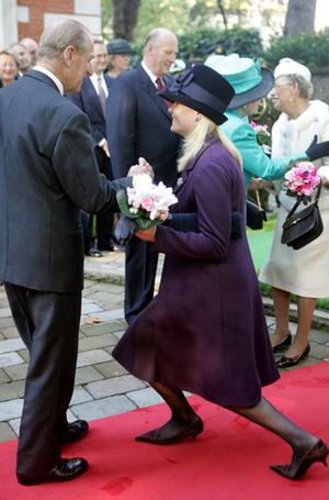 Фото №29 - Искусство реверанса: как современные принцессы и королевы приветствуют друг друга