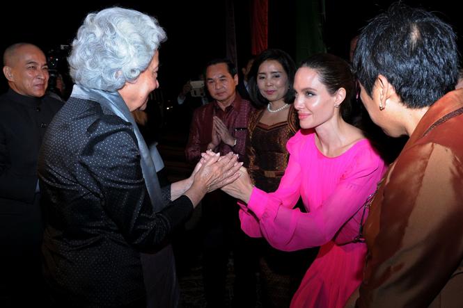 Фото №2 - Анджелина Джоли начинает удивлять