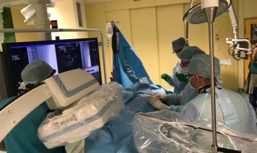 Фото №1 - В Центре Алмазова пациенту с опухолью почки сделали нестандартную операцию