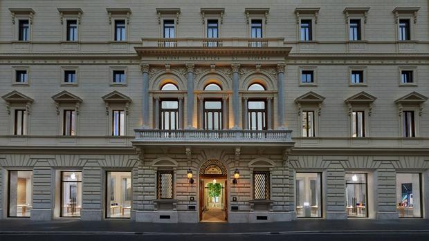 Фото №1 - Новый бутик Apple в Риме по проекту Foster + Partners