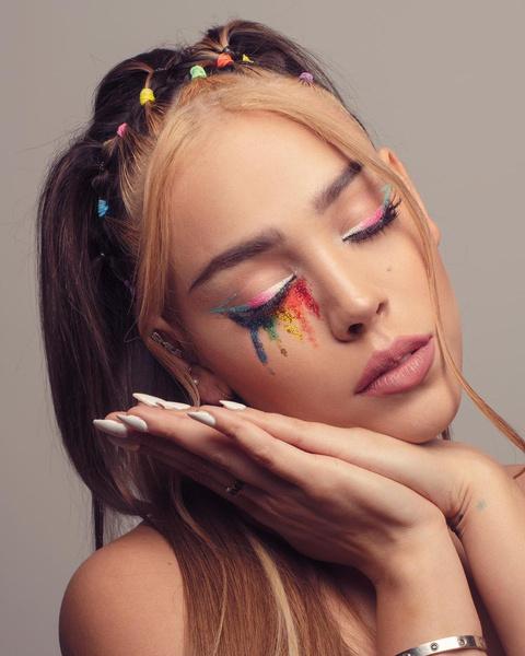 Фото №2 - Как накраситься на летнюю вечеринку: вдохновляемся макияжем Данны Паолы 🌈