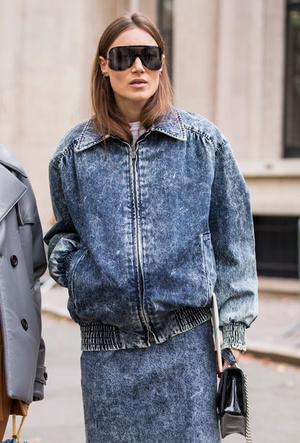 Фото №5 - Привет из 80-х: как носить вареный деним сегодня