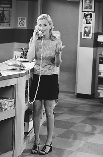 Фото №7 - Как Брижит Макрон сняла табу на мини-юбки и стала новой иконой стиля Франции
