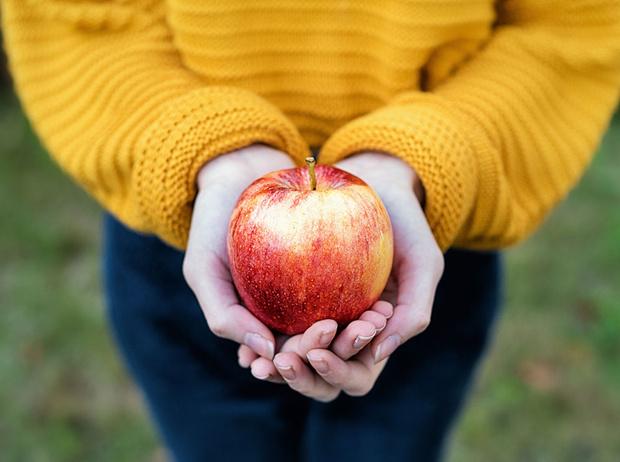 Фото №1 - 10 причин, почему вам необходимо есть яблоки